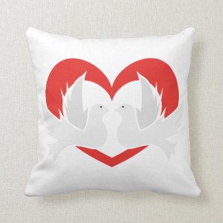 Colombes de paix d'illustration avec le coeur oreiller