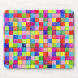 Coloré dans des carrés de papier de graphique tapis de souris