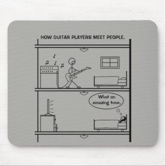 Comment les joueurs de guitare rencontrent des tapis de souris