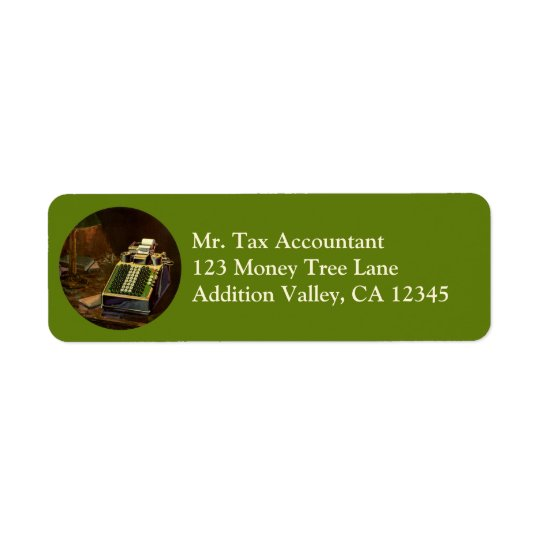 Comptable vintage d'affaires, machine à étiquettes d'adresse retour