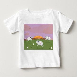 Comptant des moutons badine le T-shirt
