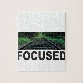 concentré sur le chemin de fer puzzle