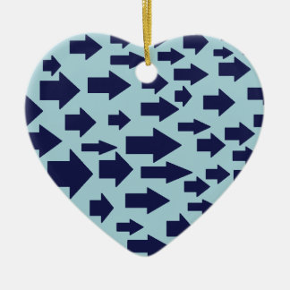 Conception bleue de flèche ornement cœur en céramique