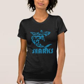 Conception contemporaine de remous de requins t-shirt