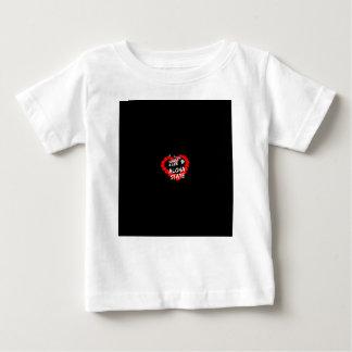Conception de coeur de bougie pour l'état de t-shirt pour bébé