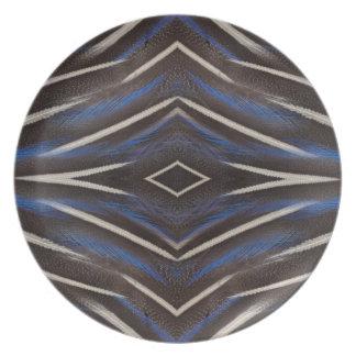 Conception de plume de pintade de diamant assiette