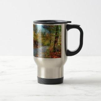 Conception de traînée de paysage de nature mug de voyage