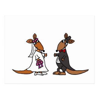 Conception drôle de mariage de jeunes mariés de carte postale