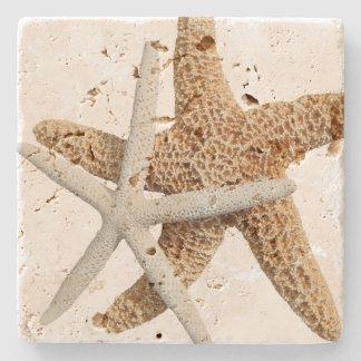 Conception tropicale de deux étoiles de mer dessous-de-verre en pierre