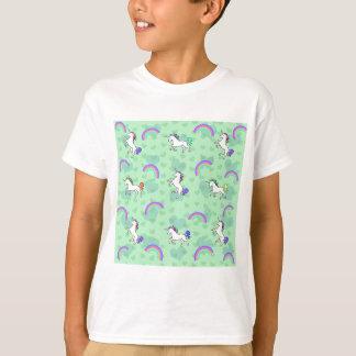 Conception verte psychédélique d'arc-en-ciel et de t-shirt