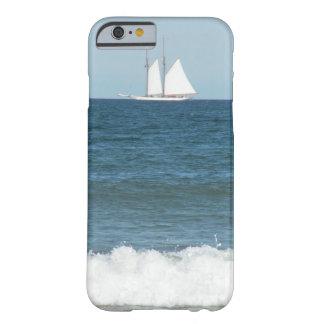 Coque Barely There iPhone 6 Bateau à voile flottant sur le cas de téléphone