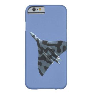 Coque Barely There iPhone 6 Bombardier de Vulcan en vol