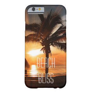 Coque Barely There iPhone 6 Coucher du soleil tropical et palmiers de bonheur