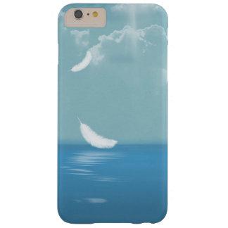 Coque Barely There iPhone 6 Plus plume flottant au-dessus de l'océan