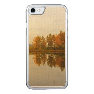Coque Carved iPhone 8/7 Forêt d'automne par la rivière