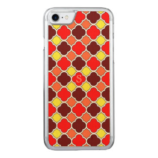 Coque Carved iPhone 8/7 La chute colore le monogramme rouge de Quatrefoil