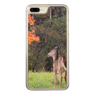 Coque Carved iPhone 8 Plus/7 Plus Cerfs communs dans le domaine en automne