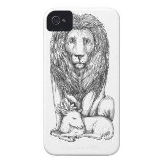 Coque Case-Mate iPhone 4 Lion observant au-dessus du tatouage d'agneau