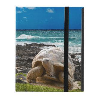 Coque iPad Grande tortue au bord de mer