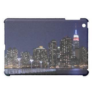 Coque iPad Mini Horizon de Midtown Manhattan aux lumières de nuit,