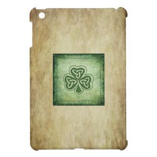 Coque iPad Mini Shamrock chanceux irlandais de grundge d'amusement