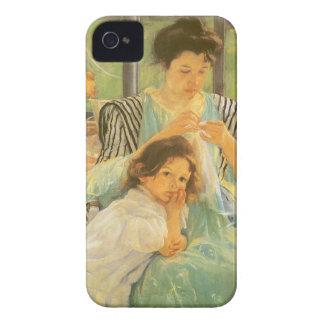 Coque iPhone 4 Case-Mate Jeune mère cousant par Mary Cassatt, art vintage