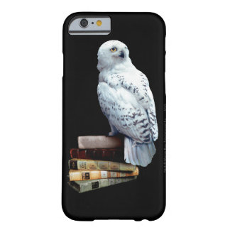 Coque iPhone 6 Barely There Hedwig sur des livres