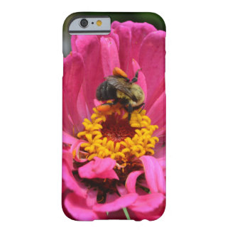 Coque iPhone 6 Barely There Le Zinnia rose et gaffent l'abeille