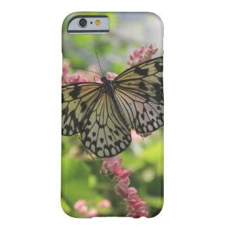 Coque iPhone 6 Barely There Papillon noir et blanc sur les fleurs roses