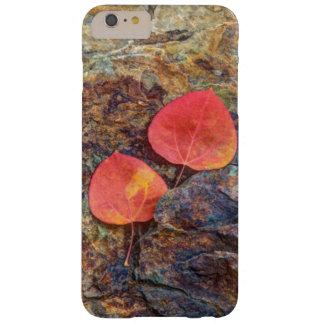 Coque iPhone 6 Plus Barely There Feuille d'automne sur la roche, la Californie