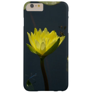 Coque iPhone 6 Plus Barely There Nénuphar et Damselfly jaunes de Lotus