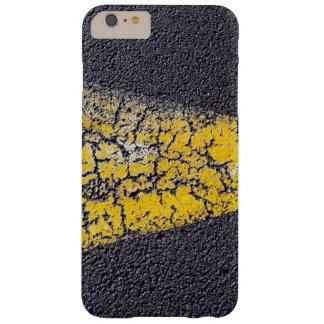 Coque iPhone 6 Plus Barely There Peinture jaune criquée sur une route