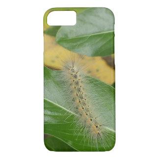 Coque iPhone 7 Caterpillar mignon sur la feuille verte