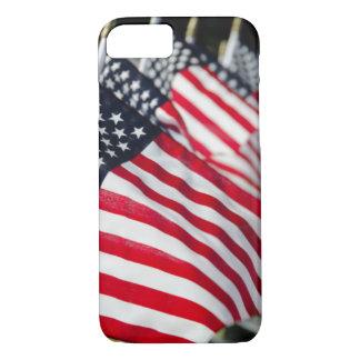 Coque iPhone 7 Cimetière militaire historique avec des drapeaux