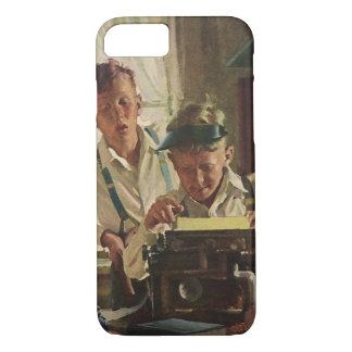Coque iPhone 7 Journalistes vintages de journal de garçon