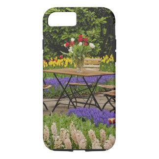 Coque iPhone 7 Les tulipes de la table dans le jardin, Keukenhof