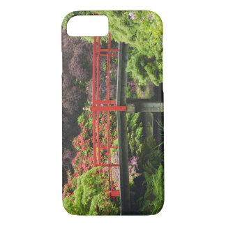 Coque iPhone 7 Pont de coeur avec les rhododendrons de floraison,
