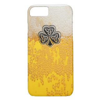 Coque iPhone 7 Shamrock chanceux irlandais de bière à la mode