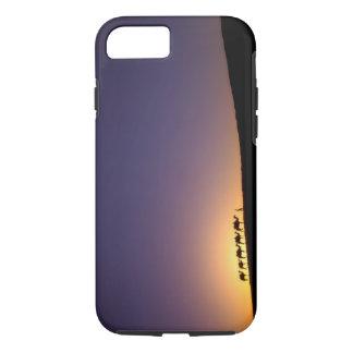 Coque iPhone 7 Silhouette de caravane de chameau sur le désert à