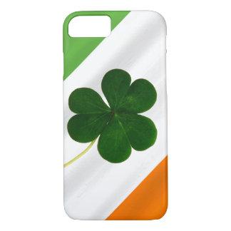 Coque iPhone 7 Trèfle irlandais de shamrock de drapeau du jour de