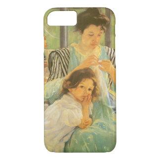 Coque iPhone 8/7 Jeune mère cousant par Mary Cassatt, art vintage