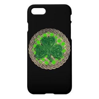 Coque iPhone 8/7 Le shamrock vert sur le Celtic noue la caisse de