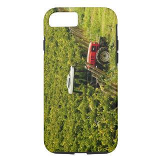 Coque iPhone 8/7 L'Italie, Toscane, Greve. Récolteuses au travail