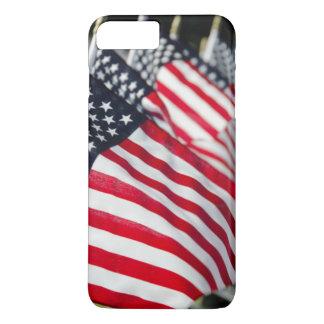 Coque iPhone 8 Plus/7 Plus Cimetière militaire historique avec des drapeaux
