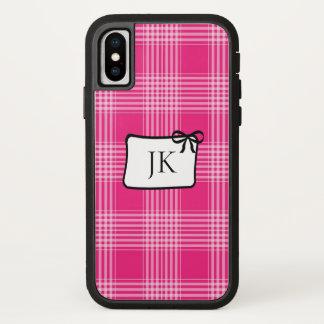 Coque iPhone X Caisse rose et noire décorée d'un monogramme de
