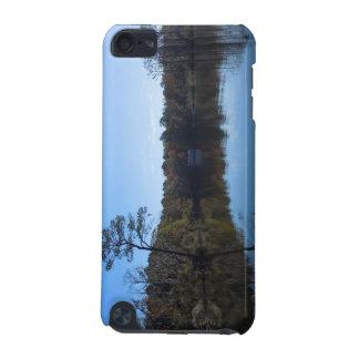 Coque iPod Touch 5G Réflexions de ciel et d'eau - le comté de