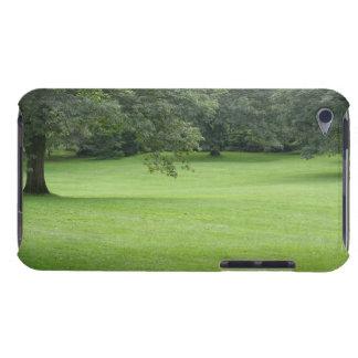 Coque iPod Touch Case-Mate Un arbre dans un domaine de vert