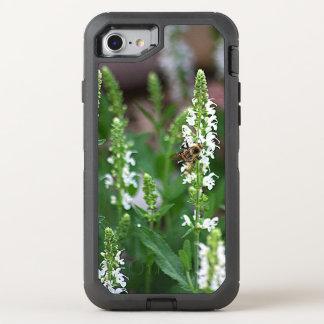 Coque Otterbox Defender Pour iPhone 7 Abeille de fleur blanche