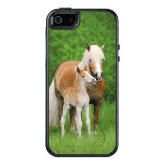 Coque OtterBox iPhone 5, 5s Et SE La maman mignonne de baiser de poulain de chevaux