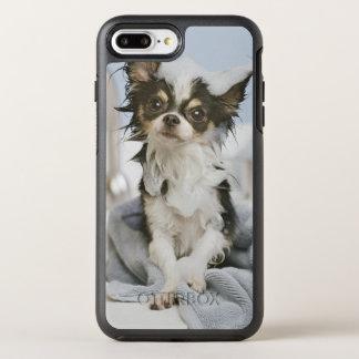 Coque OtterBox Symmetry iPhone 8 Plus/7 Plus Chiot de chiwawa enveloppé dans une serviette
